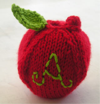 Knitted_Apple_Cosy