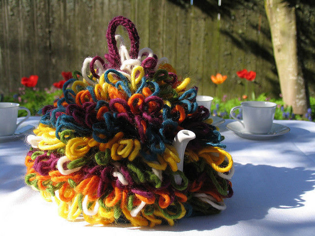Free knitting pattern cosy tea blog matts exuberance tea cosy dt1010fo