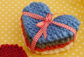 Free-knitting-patterns-How-to-make-knitted-heart-coasters-Mollie-Makes